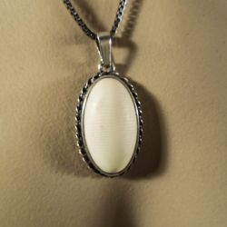 Vintage N. E. From vedhæng med elfenben i sølvhalskæde