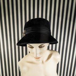 Fineste vintage dame hat i natsort filt i smuk original papirs-æske