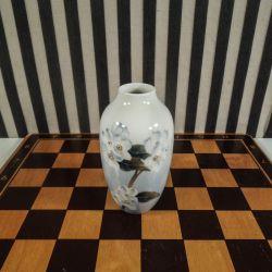 Vintage vase fra Royal Copenhagen med hvide blomster!