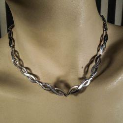 Hals-collier i sterling sølv med zirkoner fra Scrouples!