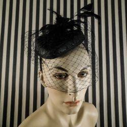 Håndlavet headpiece - bøjle med forskellige fjer og slør!