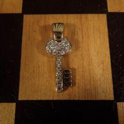 Vintage guld-nøgle vedhæng fra Siersbøl fyldt med zirkoner!