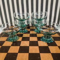 Smukke vintage glas i lysegrønt kraftigt glas til desserter etc.