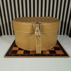 Vintage caramel-farvet hatteæske i fin stand