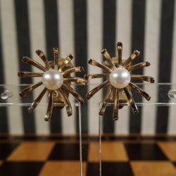 De smukkeste vintage øreclips i guld med ægte Akoya perle.