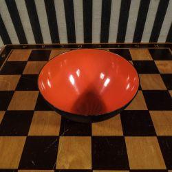 Super lækker Krenit skål med orange emalje.