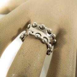 Flot kraftig sølvring med meget smukt mønster.