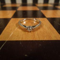 Smuk solitaire-ring i hvidguld med brillant fra Bræmer Jensen!