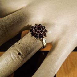 Smukkeste vintage ring i forgyldt sølv med talrige granater!