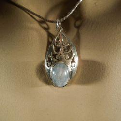 Fineste vintage sølv-vedhæng med månesten i kraftig sølvkæde!
