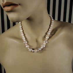 Vintage halskæde af svagt rosa barokke kulturperler med sølvlås!