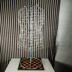 Super fin vintage dekorations tråd-gine - bord-model! 94 cm.