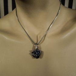 Vintage From vedhæng med lapis sten i sterling sølv i halskæde af sølv.