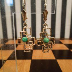Vintage øreringe i guld med perle af jade fra Herman Siersbøl.