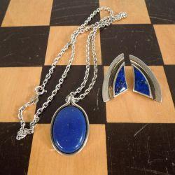 Vintage smykkesæt med øreclips og halskæde i sølv og lapis-look.