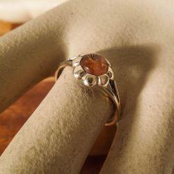Vintage blomster-ring fra Einar Fehrn i otte karat guld og rav!