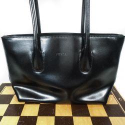 Lille lækker Furla skulder/håndtaske i sort blank skind