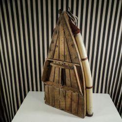Dekorativ vintage håndlavet halv båd med hemmeligt rum og andre fine detaljer!