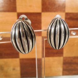 Vintage sterling sølv øreclips i smukt rillet design!