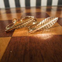 Vintage, store bladformede øreskruer i fjorten karat guld!
