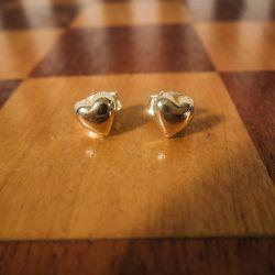 Fine små vintage guld hjerte-ørestikkere