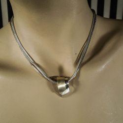 Vintage treradet halskæde med stort vedhæng fra Aagaard med detaljer af guld!
