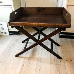 Meget smuk antik bakke-bord udført i bejset eg.