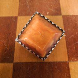 Vintage firkantet broche i sølv samt mælkerav