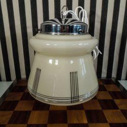 Smukke Art Deco lamper i cremefarvet glas og blankt chrom.