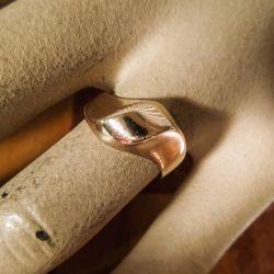 Vintage otte karat guld-ring i organisk design fra Bernhard Hertz