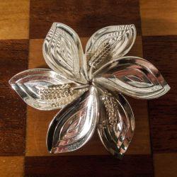 Vintage blomster broche i sterling sølv fra Aarre & Krogs eftf.