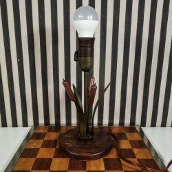 Vintage bordlampe formet som en blomst i teak og bruneret messing