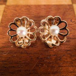 Vintage blomster øreclips i guld med ægte Akoya perler fra Bernhard Hertz