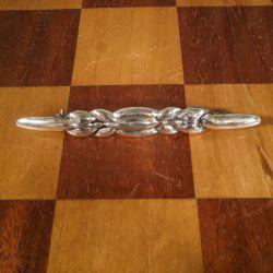 Antik broche med bladværk i kraftig sølv.