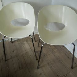 Vintage par italienske skal-stole model Orbit Large fra Sintesi.