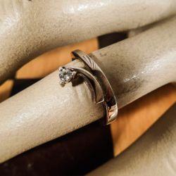 Smuk vintage ring fra Bo G. udført i sterling sølv med brillant
