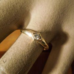 Smukkeste vintage guld ring med stor brillant!
