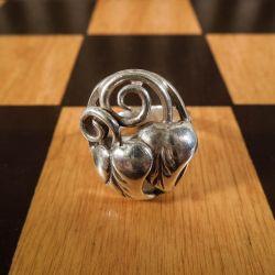 Lækker, kraftig vintage blad-ring i sterling sølv.