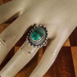 Vintage stor lækker finger-ring udført i sølv med en stor ocean-grøn turkis-sten