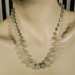 Vintage (tæt ved antik) halskæde af smukke håndlavede glas-roser og sølv lås.