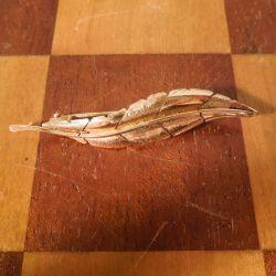 Vintage blad broche i fjorten karat guld