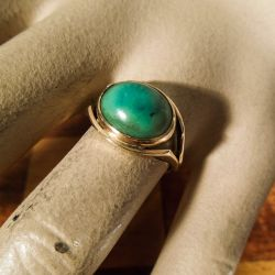 Vintage guld ring med stor grøn chrysopras