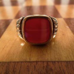 Vintage damering i guld med rødbrun karneol i herre-stil