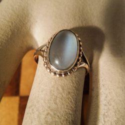 Vintage særdeles smuk guldring med en stor delikat månesten
