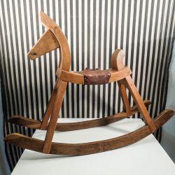 Vintage træhest/gyngehest håndlavet & super dekorativ!