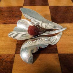 Vintage håndlavet broche i sterling sølv samt rav fra Ulrich