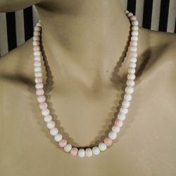 Vintage halskæde med store polerede perler af hvid koral.