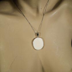 Vintage halskæde med stort vedhæng af sterling sølv og ben fra From