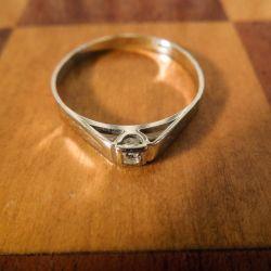 Vintage smuk hvidgulds-ring med brillantslebet diamant