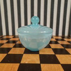 Smuk tung vintage lågskål i babyblåt opalglas!